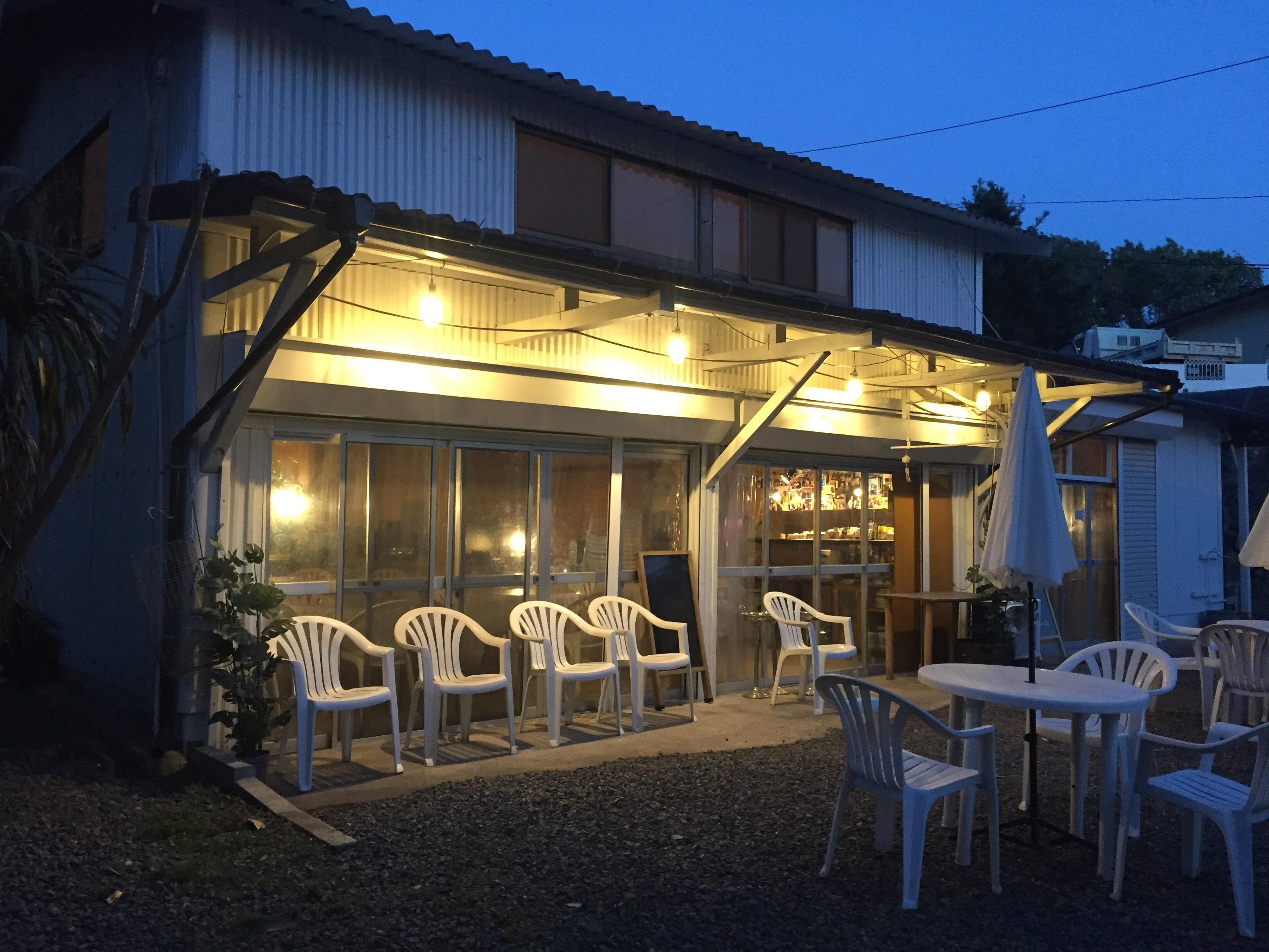 カフェ・レストラン全景